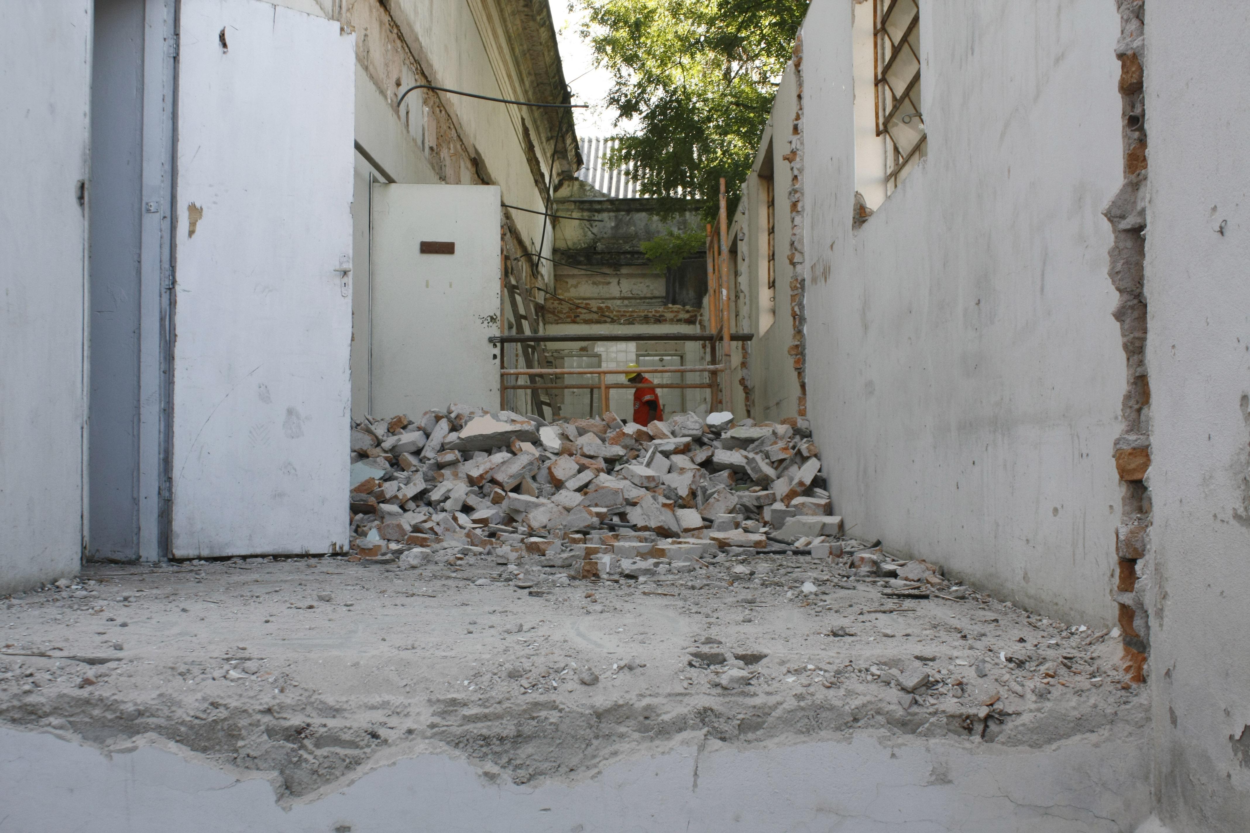 Psiquiátrico São Pedro é reformado pela Secretaria de Obras #5D4C39 4272x2848 Banheiro Antigo Reformado